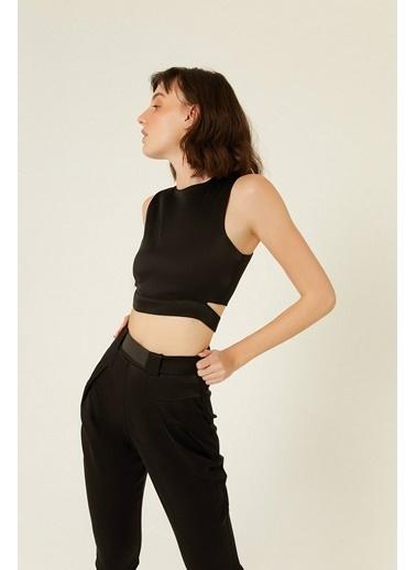 Rue Pencere Detaylı Kısa Bluz Siyah